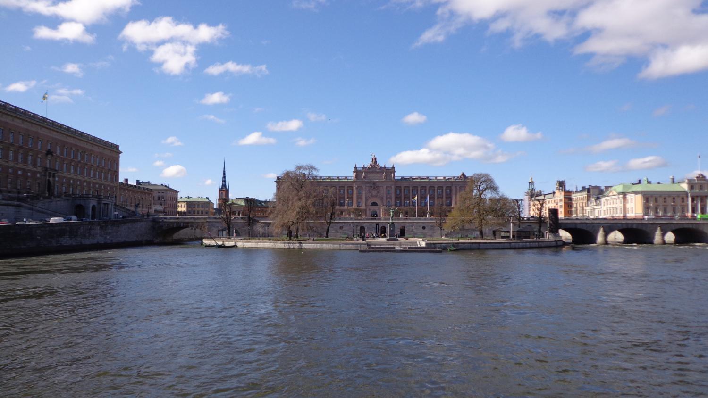 Blick auf Stadsholem; links: das Stockholmer Schloss