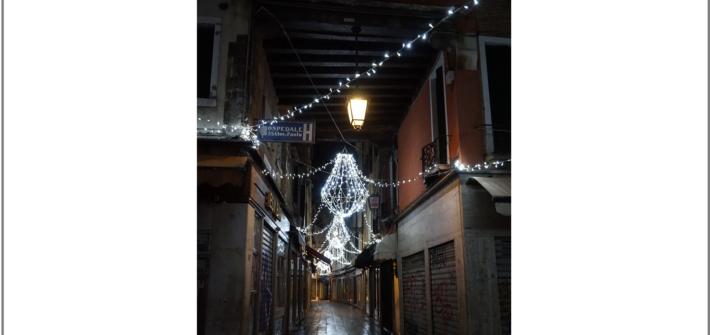Weihnachtsbeleuchtung in Venedig